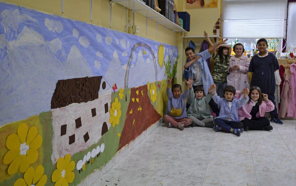 Los peques del taller, mural-collage en equipo. Taller Aceña-Olmedo